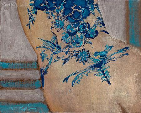 Liggend naakt met blauwe bloementattoo III