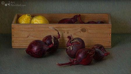 Wijnkistje met rode uien en citroenen