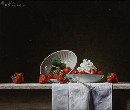 Stilleven met aardbeien en slagroom
